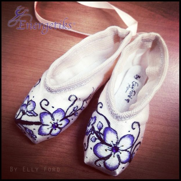 Decorated and painted pointe shoes for Ballet shoes christmas decoration