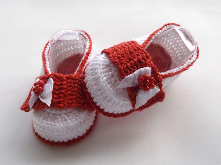 sapatinho feito de croche, tamanhos a criterio do cliente <br> tamanhos:0 a 3 meses,3 a 6 meses !!! <br>informar o tamanho no ato da compra!