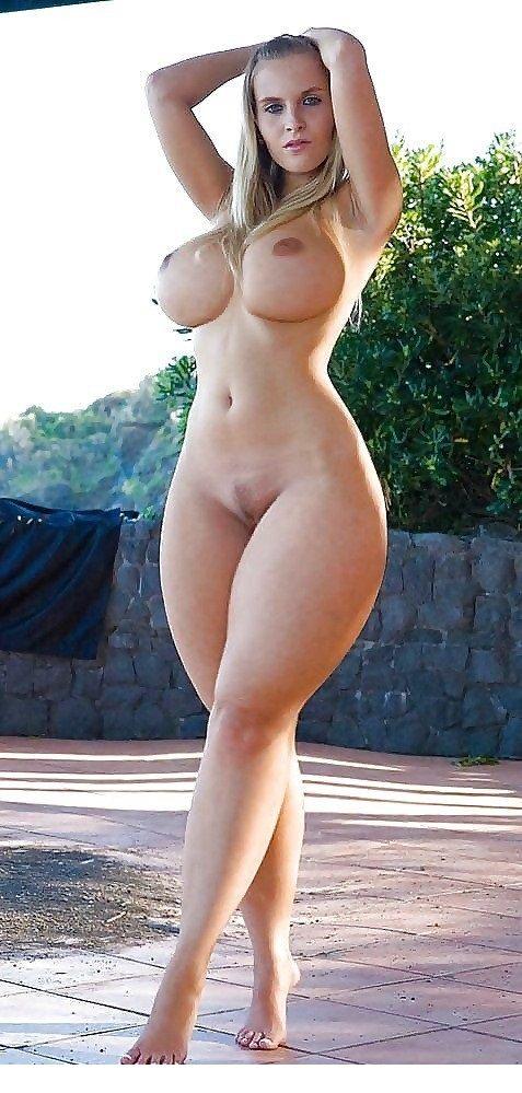фото голые с большими бедрами