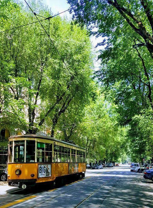 E' sempre bello veder passare il nostro #trammilano ! Foto di Antoine Laguerre #milanodavedere Milano da Vedere