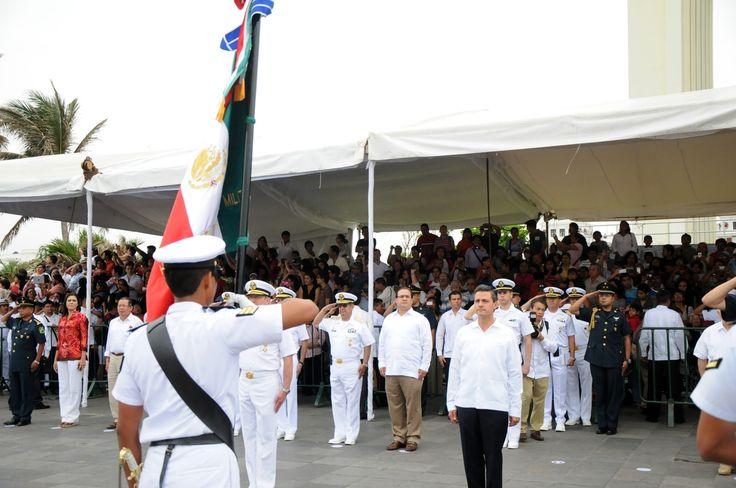 Recordó que Enrique Peña Nieto firmó su compromiso de mantener en la entidad a las Fuerzas Armadas, y especialmente a la Marina-Armada de México, para apoyar en la tarea de proteger a las familias veracruzanas, compromiso que, dijo, hoy refrendó el titular del Poder Ejecutivo de la República.