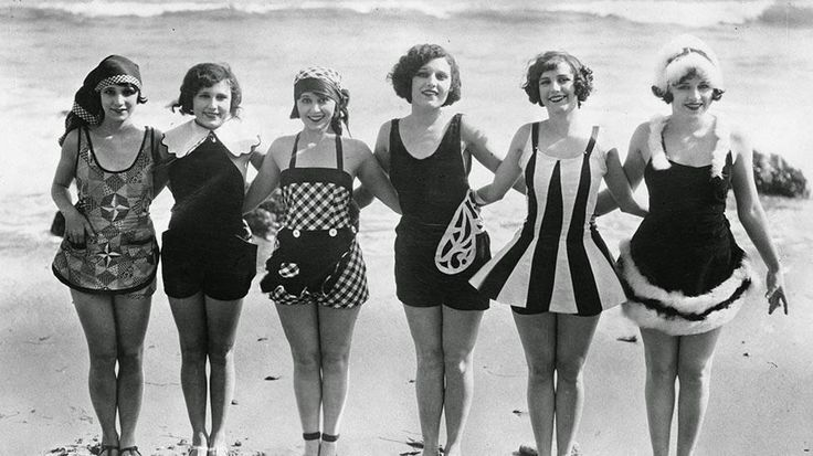 vintage everyday: 50 Interesting Vintage Photos of Daily Life on the Beach from the 1920s