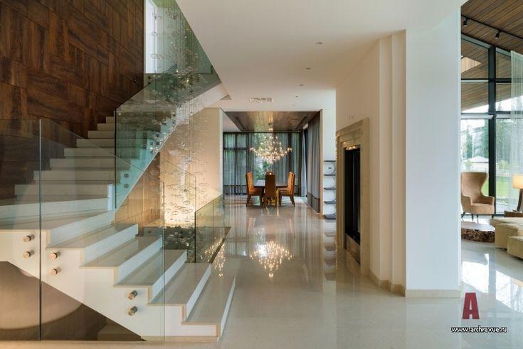 Фото интерьера лестницы дома в современном стиле Фото интерьера лестничного холла дома в современном стиле