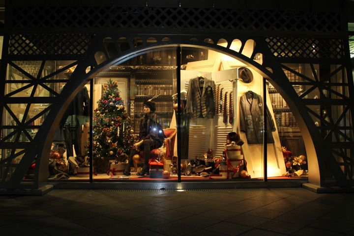 galeries lafayette eiffel tower christmas windows berlin visual merchandising chateau. Black Bedroom Furniture Sets. Home Design Ideas