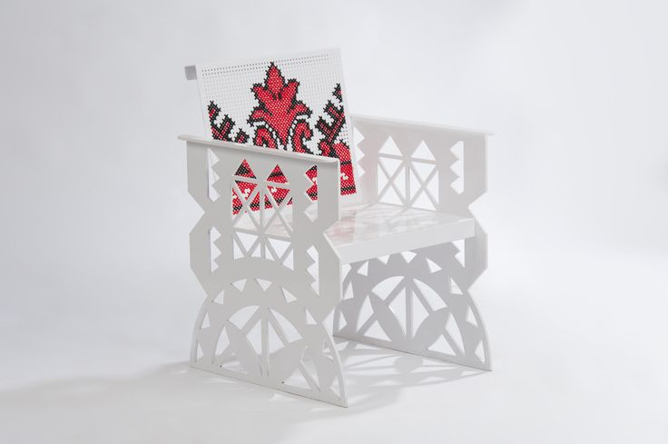Scaunul metalic Folclor este realizat din tabla perforata cusuta manual cu motive traditionale aplicate adesea la decorarea unor piese de port si uz casnic traditionale. Metal chair Folklore is made of perforated sheet with hand-sewn traditional motifs often applied to the decoration of costumes and traditional household.  #mobiliertraditional #amenajari #scaunmetalic #tablaperforata #steelfurniture #metalcreativ