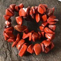 Síla, vitalita, energie, stabilita, odolnost, ochrana, rovnováha, realizace záměrů, intuice, představivost, věštění... červený jaspis je všestranný kámen s širokým polem působnosti.