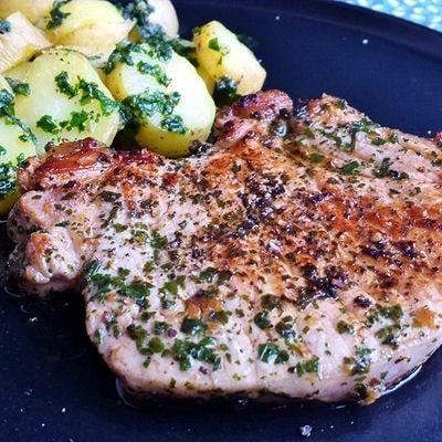 Votre barbecue tourne déjà à plein régime ? Variez les plaisirs en y faisant griller des brochettes, viandes ou poissons délicatement marinées.