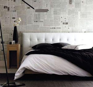 Decorar las paredes con periódico: económico y ecológico / Decorating the walls…