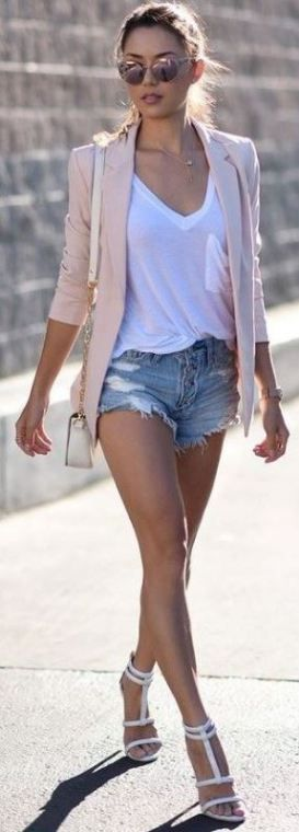 Adding heels to your daytime look creates such cute summer outfits!