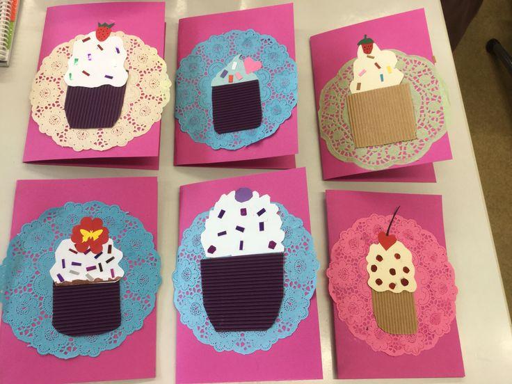 Äitienpäiväkortti. Muffinssi, jäätelöannos, cupcake