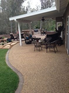 Pebble patio to grass with brick border