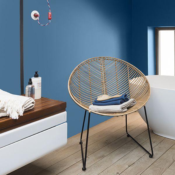 Un Bleu Profond Pour Evoquer Les Fonds Marins Une Couleur Parfaite Pour Une Salle De Bain Cuisine Bain Resist V33 Decoration Maison Entretien Du Bois