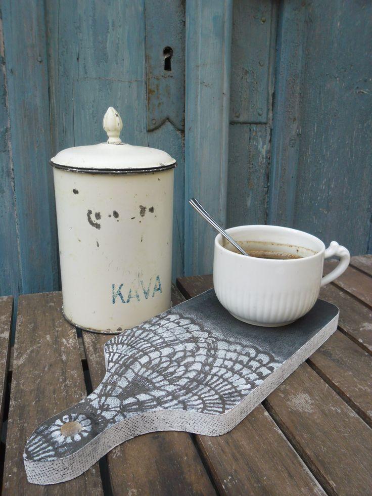 horká káva prkénko, podložka patinovaná a zdobená šablonováním po obou stranách vyberte si vzor podle nálady velikost: 29 x 11,5 cm tloušťka : 1,5 cm