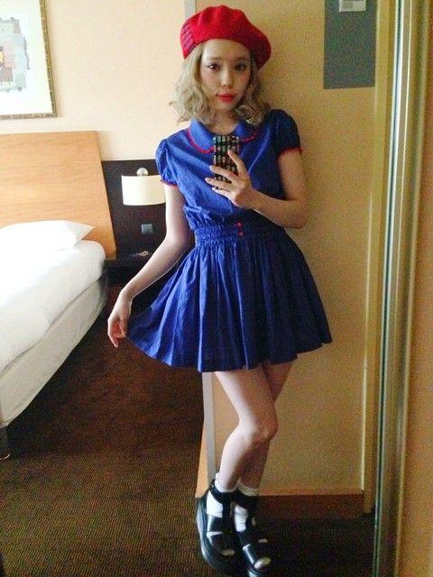 1950年代の子供服みたいなレトロでカワイイ、デニムブルーのワンピース♡ 裏原系タイプのファッション スタイル参考コーデ♡