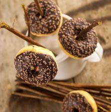 Λαχταριστά μίνι ντόνατς με σοκολάτα που θα λατρέψουν μικροί και μεγάλοι