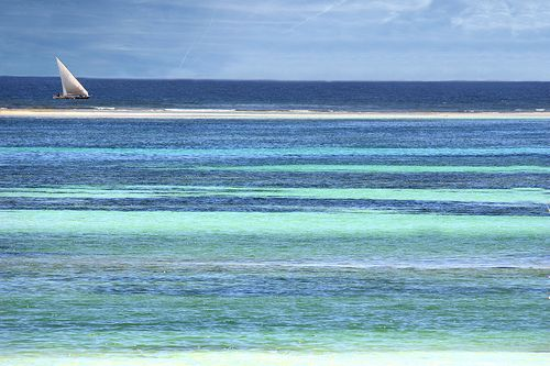 Ocean of colours - Das Farbenmeer | Flickr - Photo Sharing! It is like a painting but that are just the colours of the Indian Ocean. Sailing on stripes of different colours. In the middle there is a sandbank.