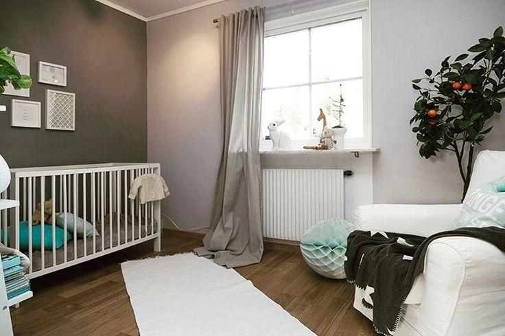 Linda Roupé inredning-design • Styling för @magnussonsmaklare -objekt ute nu. #lindaroupeinredningsarkitektur #styling #babyroom #barnrumsinspo #barnrum #barnrumsinredning #spjälsäng #crib #bunnyinthewindow