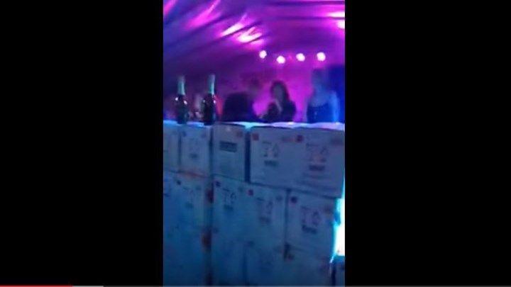 Άνοιξαν 600 μπουκάλια σαμπάνια για τραγουδιστή στα Τρίκαλα - ΒΙΝΤΕΟ