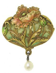 Art Nouveau brooch, pendant - 1900s -  Featuring an elegant and elaborate floral motif, this antique pairs carefully crafted yellow gold with enamel - including an enchanting, transparent plique-a-jour backdrop - depicts a single pink-toned poppy flower - Beladora, Beverly Hills