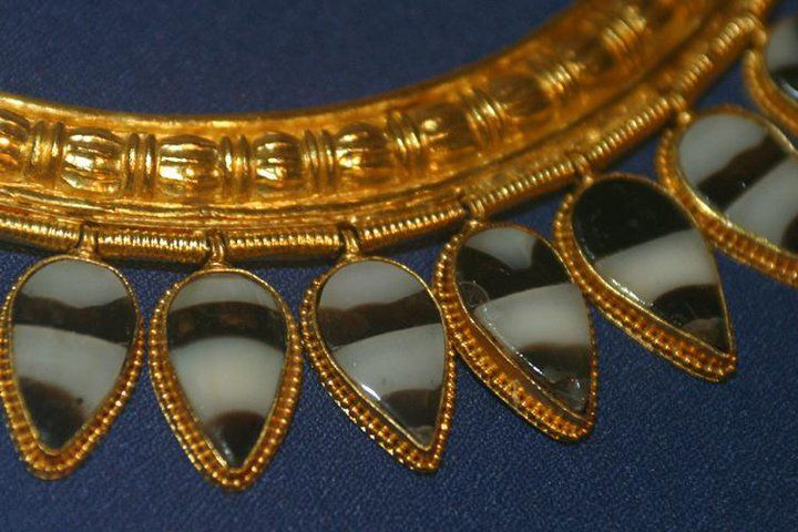 "Golden Necklace    Neo-Assyrian empire - 9th Century B.C.    Nimrud ""Ancient Kalkhu"" - Queen tombs"