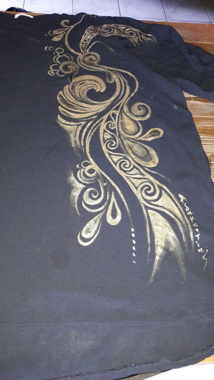 Μπλούζα ζωγραφισμενη από Αδαμαντια Ξένου!!!!