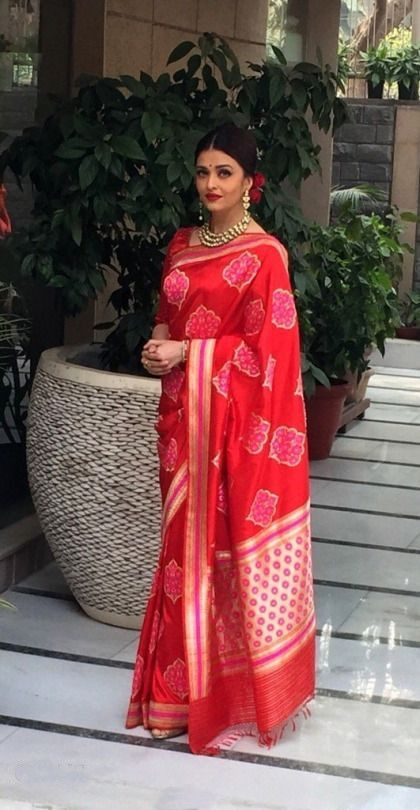 Aishwarya Rai Bachchan looks stunning in a red Banarasi silk sari during lunch with French President Francois Hollande, hosted by French Ambassador Francois Richier, on 26th Jan 2016. http://goo.gl/mxGYeg #Sareez