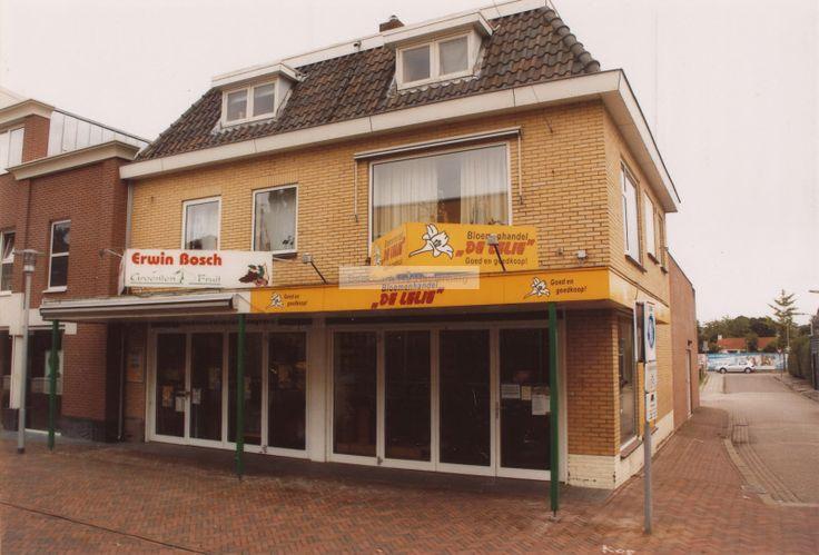 """Bloemenhandel """"De Lelie"""" en de groentenzaak van Erwin Bosch aan het Oosteinde in Hardenberg.   Mijn Stad Mijn Dorp"""
