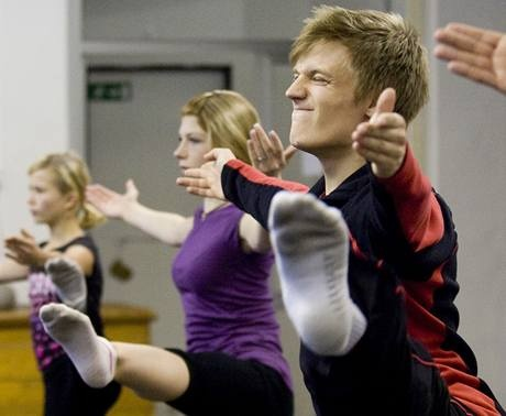 Tomas Verner taking a dance lesson