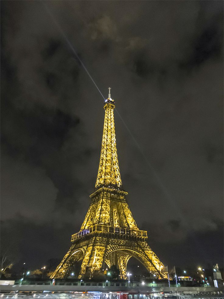 Eiffel Tower © David Cantwell