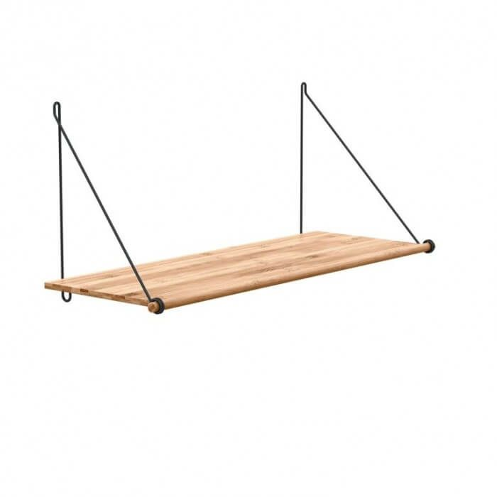 De Loop Shelf is een decoratieve en flexibele plank voor aan je muur. In z'n eentje staat hij heel mooi, en met meerdere planken onder of naast elkaar heb je een compleet opbergsysteem.  De speciaal ontworpen lusvormige beugels zijn direct in de plank gemonteerd. Dat zorgt ervoor dat de plank tegelijk licht oogt en veel gewicht kan dragen. – 72 cm lang, 26 cm diep en 31 hoog!