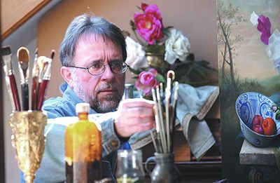 The fine painting of flowers demands considerable discipline, because the passing of time is an important challenge. A flower is always changing. To capture the moment, Pieter Wagemans bypasses the use of underpainting and paints each flower in turn, 'alla prima' until the painting is finished. Sometimes he needs a whole day for each flower, other times only a few hours. Often the flower compositions never existed in reality because the flowers were painted one by one over several weeks.