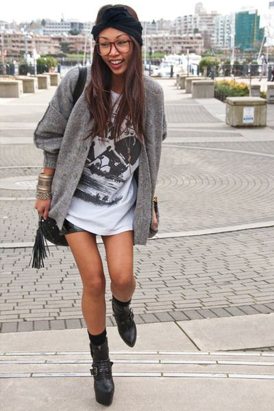 An oversized Sevenly cause tee- with shorts and cardigan?? YES.