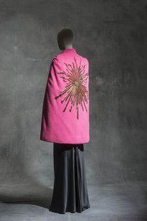 Elsa Schiaparelli, Cape « Phoebus », Haute couture hiver 1938, drap de laine, velours de soie, broderies