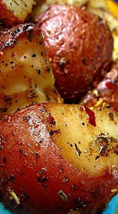 Onion Soup Roasted Red Potatoes - Olive oil and Lipton's Onion Soup are all you need to create this fabulously flavorful side dish. ❊