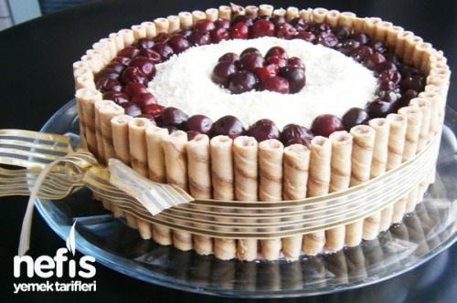 Vişneli Beyaz Çikolatalı Pasta Tarifi - Nefis Yemek Tarifleri - http://www.nefisyemektarifleri.com/visneli-beyaz-cikolatali-pasta/#