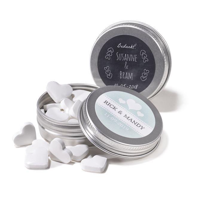 Stoere aluminium blikjes met eigen etiket voorzien van jouw persoonlijke opdruk. Gevuld met minthartjes.