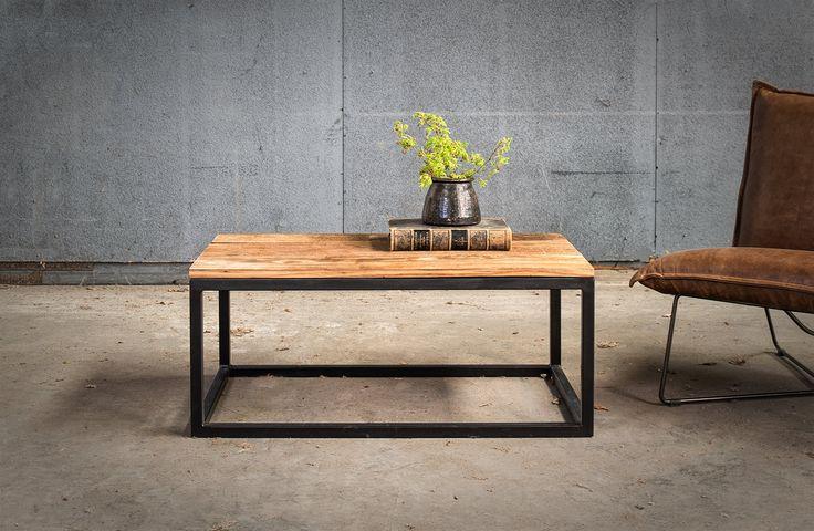 Massief eiken salontafel met metalen onderstel op maat