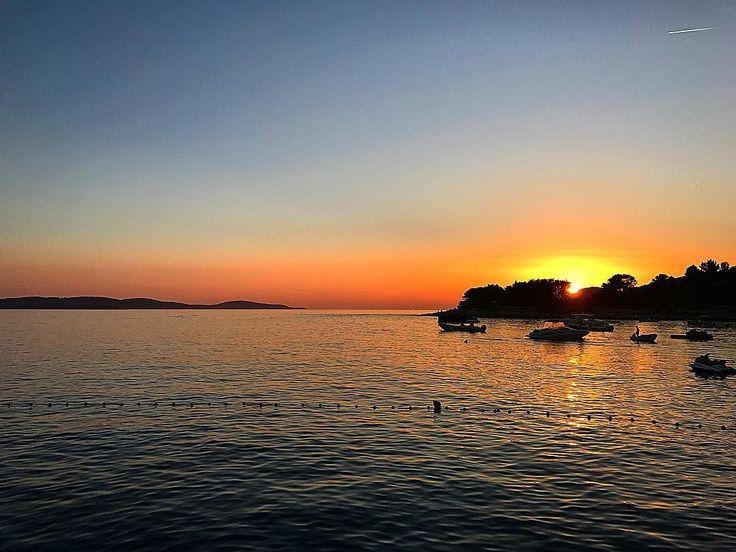 Where did you see your favourite sunset  ? This one at the Hula Hula beach club in Hvar Croatia  was one of mine - the champagne  helped too  #amazingplaces #luxurytravel #travel #tourist #tourism #luxurylifestyle #photooftheday #lebonlifestyle #wanderlust #travelphotography #globetrotter #wander #photography #photographer #traveltodaytv #wonderful_places #TLPicks #thediscoverer #IamATraveler #croatia #hvar #hulahulabeachbar #sunset #adriatic