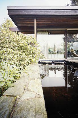 The mirror pool : Christine and Martin Rang House, Germany (1960) | Richard Neutra