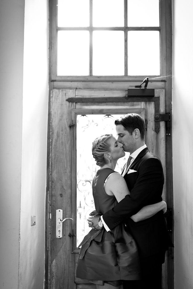 Hochzeit Standesamt Heidelberg, Hochzeitsfoto, Shooting, Braut, Bräutigam, Braut make up, Ohringe, Brautschmuck, Hochzeitsanzug, Hochzeitsinspiration, Hochzeitsfotograf, Hochzeitsdetails, Liebespaar, Shootingscene,