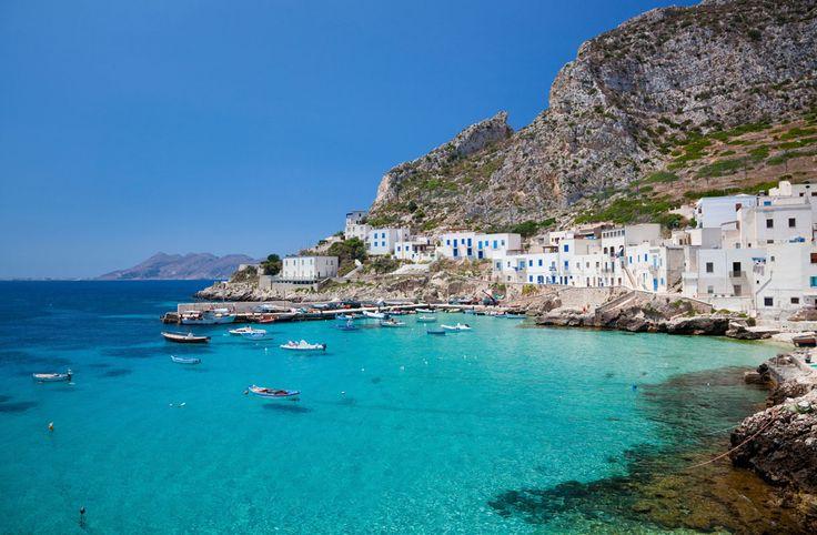Italian edustalla sijaitseva Sisilia on monien suosikkilomakohde, ja saarella riittää runsaasti tekemistä ja näkemistä.