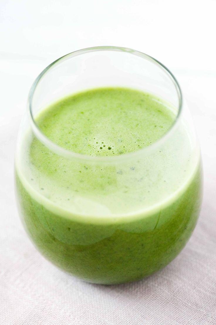 Dwa oczyszczające, zielone smoothie