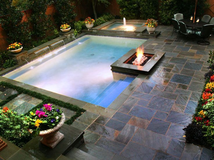 Some Lanterns That Illuminate The Passage Of This ñ Sloped Backyard Small Backyard Pools Pools For Small Yards