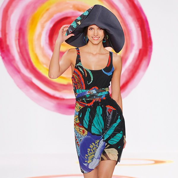Desigual women's Knitseis dress from the Desigual by L range. You'll be able to boast that your wardrobe contains an item designed by Mr. Lacroix that was on the catwalk at New York Fashion Week. Wow!