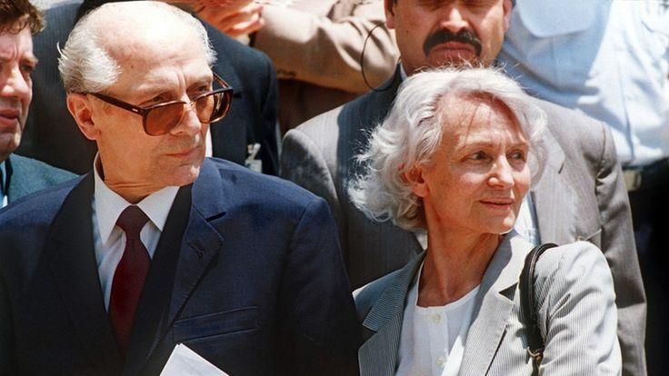 Erich Honecker startete hoffnungsvoll: Er lockerte die Zensur, sorgte für gewissen Wohlstand und bemühte sich um internationale Anerkennung der DDR. Doch am Ende ignorierte der passionierte Jäger die Zeichen der Zeit.