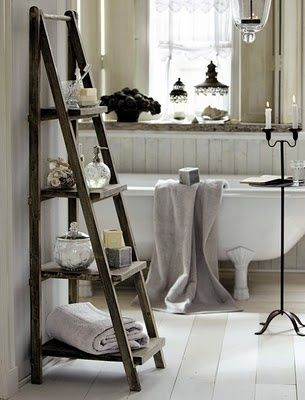 Vintage bathroom - dark ladder shelf against pale calm ... alternatively ... chalk white ladder against dark wood panelling behind chalk claw foot bath?