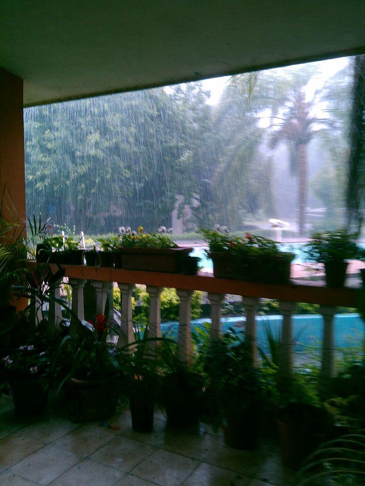 lloviendo a cantaros
