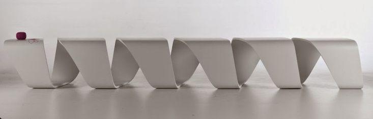 Mueble de diseño inspirado en ADN en madera contrachapada http://www.arquitexs.com/2014/09/mueble-banco-modular-ADN-True-Design.html