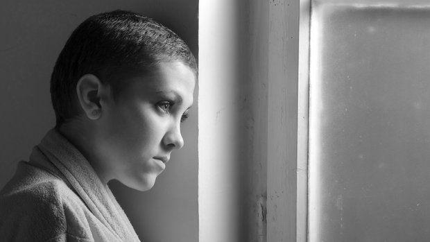 Rakovina je bez diskuze hrozná a její léčba taky. Chemoterapie zachraňuje životy, zároveň si ale vybírá svou daň. Jaké jsou zkušenosti žen, které prodělaly chemoterapii, když jim bylo mezi 20 a 30 roky?