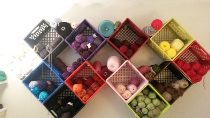 Best 25 milk crate shelves ideas on pinterest crate for Milk crate crafts